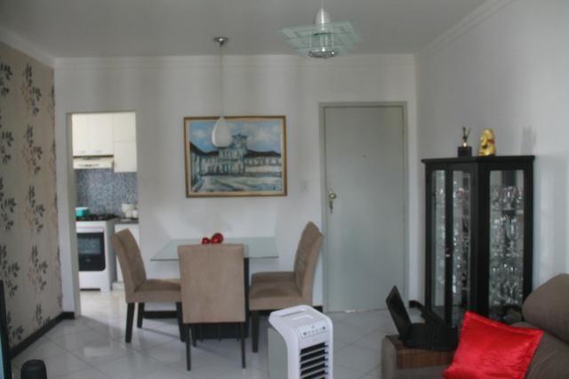 Apartamento condomínio Jardim das Palmeiras,Bairro Luzia com dois quartos grandes