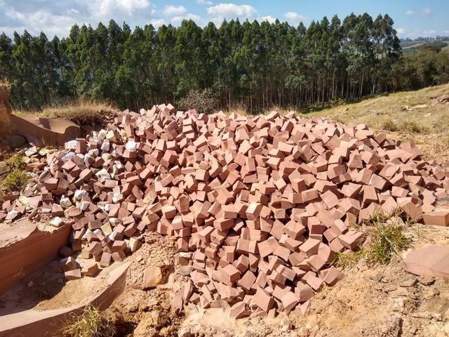 Pedra paralelepípedo. irregular . - Foto 2