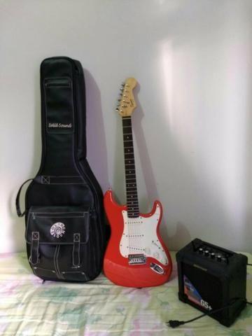 Guitarra Squier + Capa + Amplificador