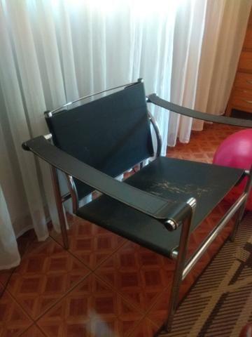 Vendo cadeira de couro - Foto 2
