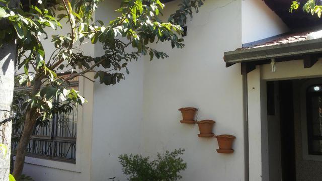 Bela casa - tem estrutura para sobrado - Foto 5