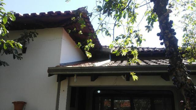 Bela casa - tem estrutura para sobrado - Foto 3