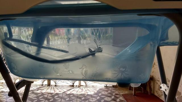 Trocador e banheira azul