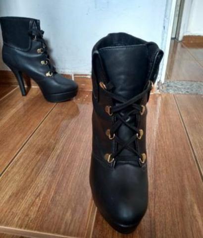 5bfd90227a Bota - Roupas e calçados - Flávio de Oliveira