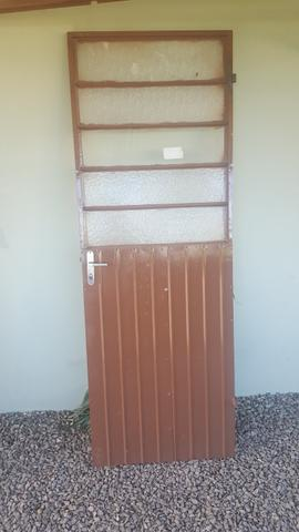 3 portas de metal e 1 armação. valor que paguei mas faço por menos - Foto 3