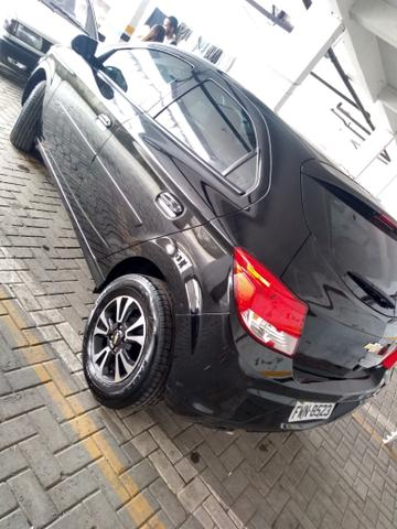 Onix 2016 completo carro impecável ! - Foto 3