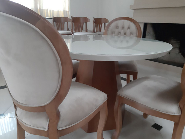 Linda -Mesa redonda + 4 cadeiras medalhão  - Foto 2