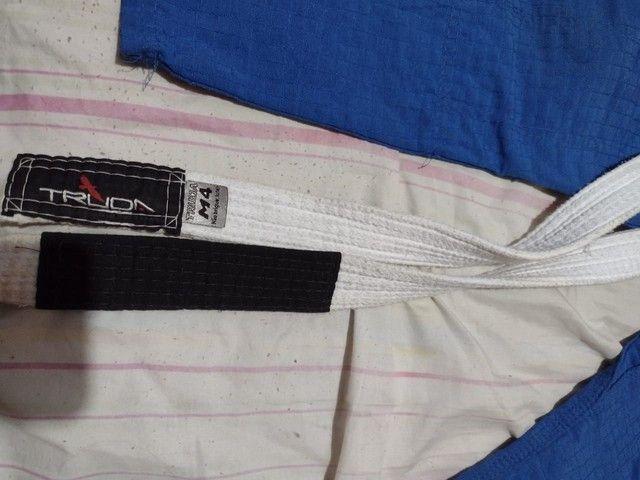 Vendo kimono mais faixa branca, tamanho M3. Juvenil  - Foto 5