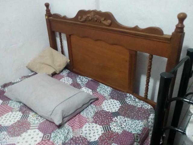 Cama casal madeira + cama solteiro + colchão solteiro - Foto 6