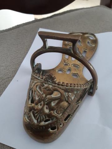 Lindo estribo de metal dourado - Foto 2