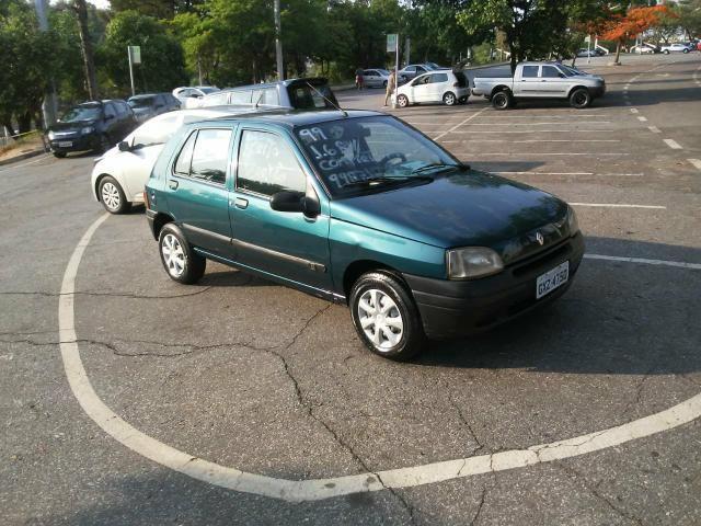 Renault Clio 99 1.6 8 v, gasolina 4 portas com direção , vidro elétrico