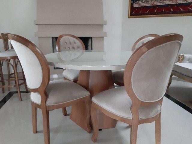 Linda -Mesa redonda + 4 cadeiras medalhão  - Foto 4