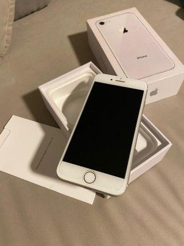 iPhone 8 64 gb semi-novo muito conservado - Foto 3