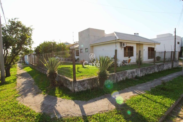 Casa à venda com 3 dormitórios 3 banheiros 2 vagas de garagem e amplo pátio. - Foto 3