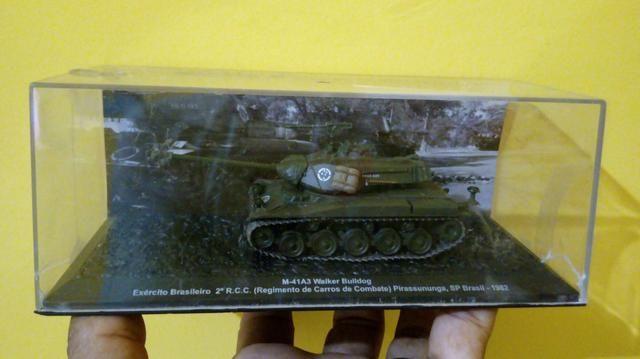 Vendo miniaturas de tanques de guerra