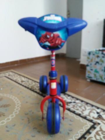 Patinete homem aranha