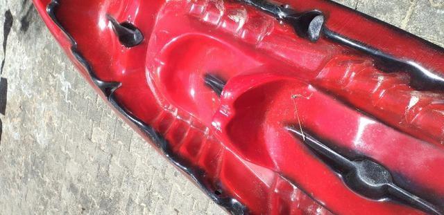 Caiaque duplo vermelho com um remo - Foto 2