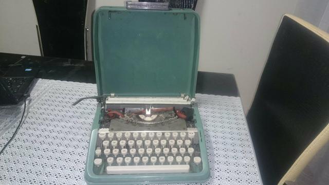 Vendo ou troco . Maquina de datilografia antiga - Foto 3