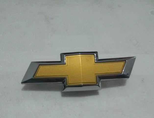 Emblema gravata dourada Chevrolet - Foto 6