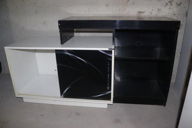 Estante / Rack em MDF Branco e Preto c/ 1 porta 74.5cm x 138cm x 46cm - Foto 3