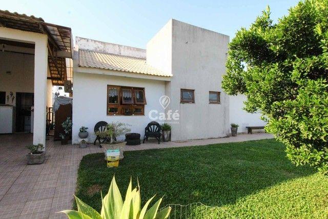 Casa à venda com 3 dormitórios 3 banheiros 2 vagas de garagem e amplo pátio. - Foto 4