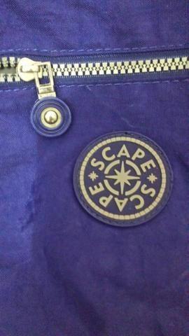 Vendo bolsa bem espaçosa várias divisórias ótima para o dia a dia r$ 80
