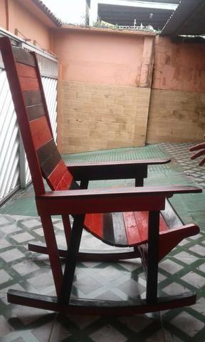 Cadeira de Balanço madeira nova - Foto 3