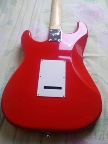 Guitarra Squier + Capa + Amplificador - Foto 6