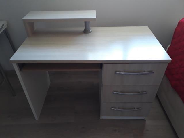 Escrivaninha com 3 gavetas