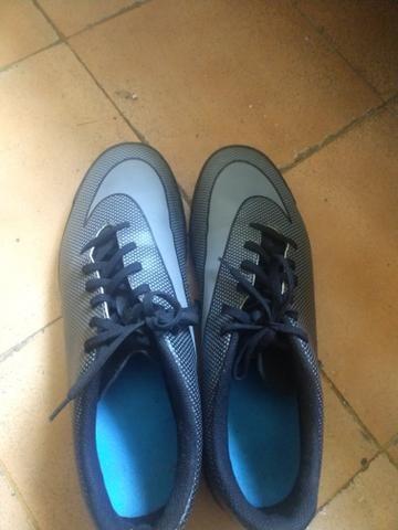 Chuteira Nike Suiço Bravata X II TF