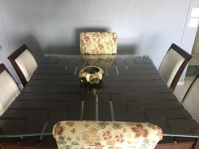 Mesa de jantar em madeira de lei + 6 cadeiras excelente estado - Foto 3
