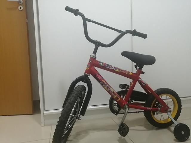 Bicicleta infantil em perfeito estado de conservação Freio pedal - Foto 2