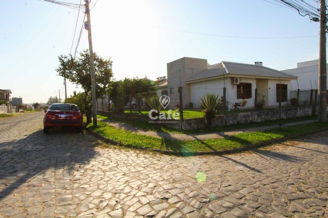 Casa à venda com 3 dormitórios 3 banheiros 2 vagas de garagem e amplo pátio. - Foto 2