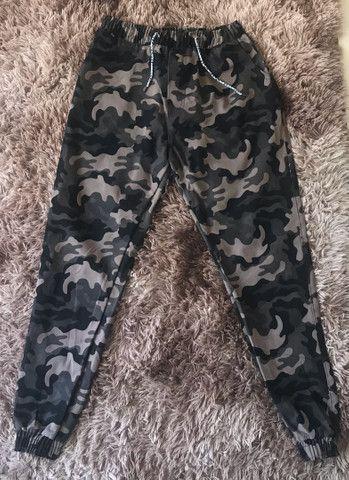 QUEIMA DE ESTOQUE - Calça Jogger camuflada - nova
