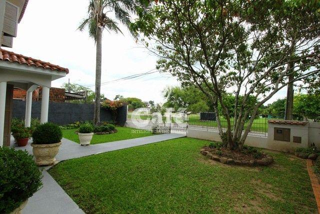Casa de esquina para Venda, Bairro Camobi, 4 dormitórios. - Foto 2