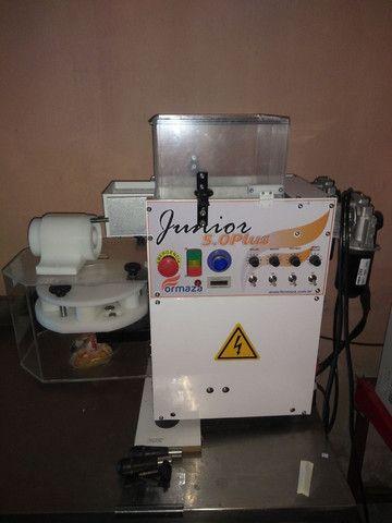 Máquina de fabricação de salgados