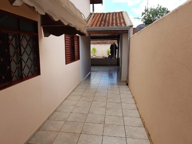 Casa Muito bem construída, 02 suítes com terreno de 363 m2, b. Aeroporto . Confira! - Foto 3