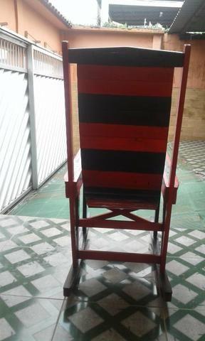 Cadeira de Balanço madeira nova - Foto 2