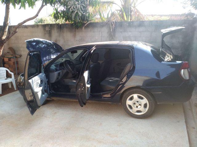 Renault Clio Sedan - Foto 10