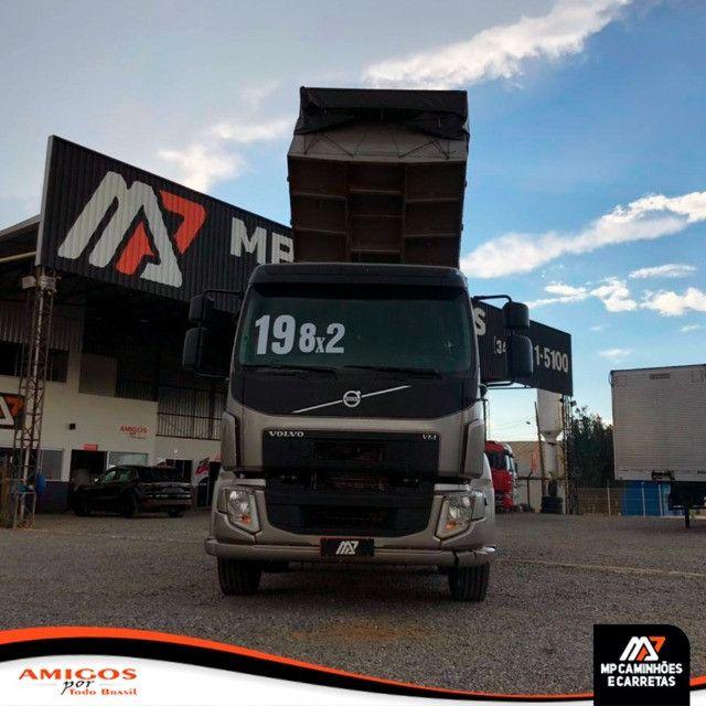 Caminhão Volvo Vm 330 Bitruck 8x2 Caçamba Agrícola 2019 - Foto 9