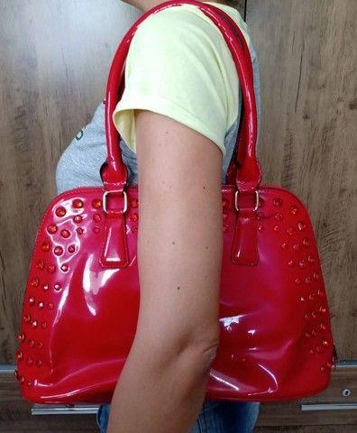 Bolsa vermelha em sintético