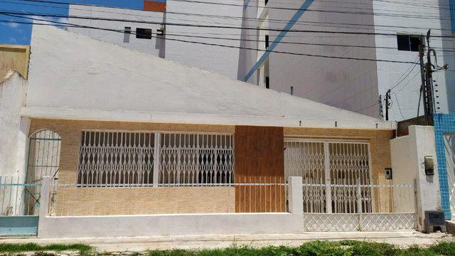 Casa a venda com 180 m² de área construída no centro - A venda - Foto 2