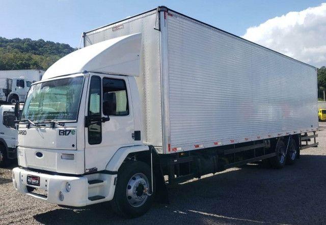 Ford Cargo 1317 - Truck 6x2 Baú de 11m