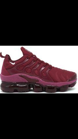 895b5f25d2581 Tênis Nike Air VaporMax Plus Bordô - Roupas e calçados - Sítio da ...