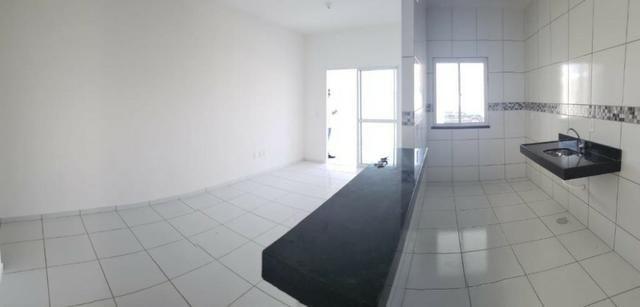 Casa com 3 quartos garagem para 2 carros e Varanda bem espaçosa com Documentação Grátis - Foto 8