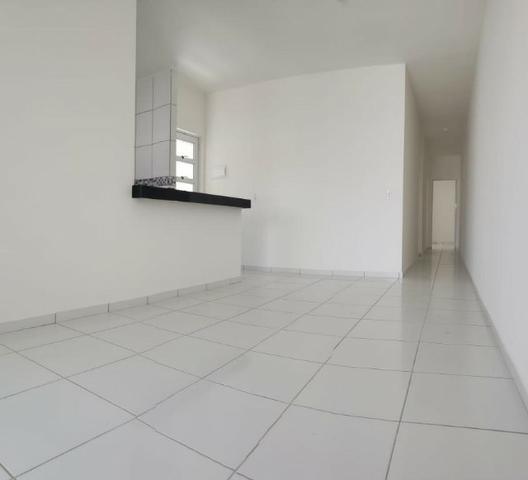 Casa com 3 quartos garagem para 2 carros e Varanda bem espaçosa com Documentação Grátis - Foto 5