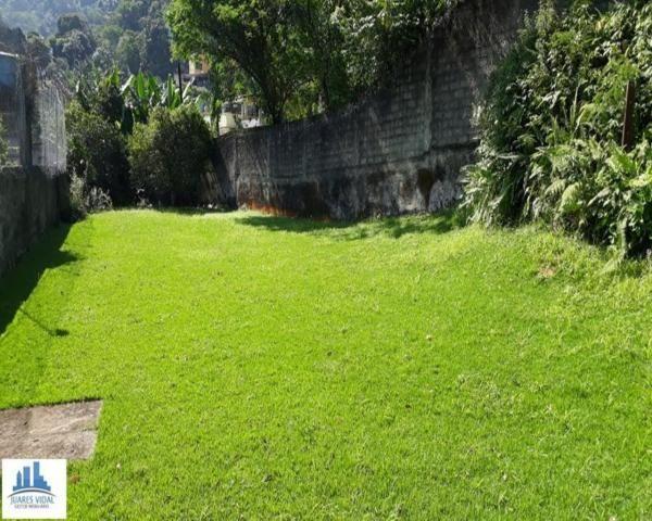 Casa linear, independente, com muito quintal e garagem no centro de Itacuruçá - Foto 8