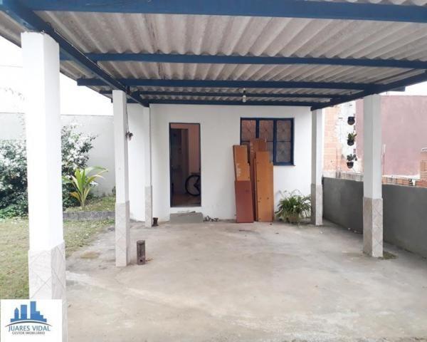 Casa linear, independente, com muito quintal e garagem no centro de Itacuruçá - Foto 4