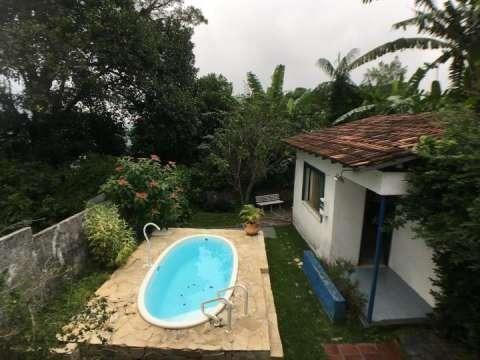 Vende-se casa de posse em clima bucólico no Alto da Boa Vista com 4 quartos