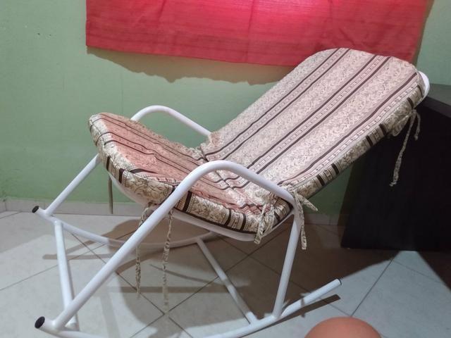 Troco cadeira em poltrona do papai - Foto 2